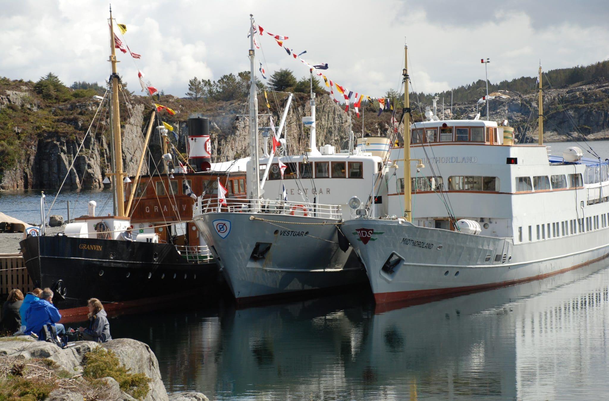 Foto av fartøyene GRANVIN, VESTGAR og MIDTHORDLAND